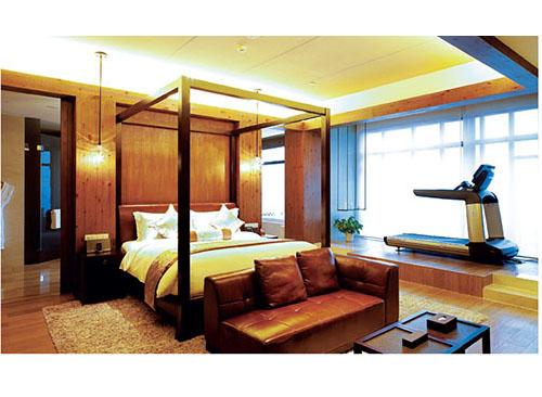 刨花板贴面酒店家具,着地部分必须封边,不封边板就会吸潮,发胀而损坏.